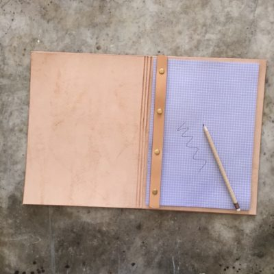 Sustainable case to keep A4 paper with holes