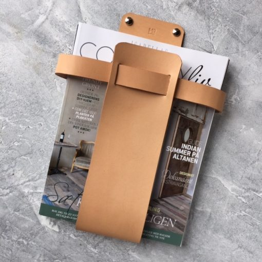 Magazine holder to hang on the wall in sustainable leather