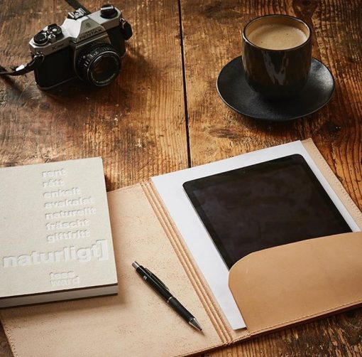 Sustainable leather case with pocket for A4 paper